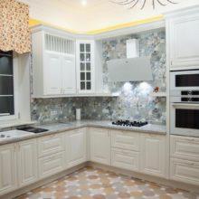 Классические кухни в светлых тонах на заказ в Симферополе