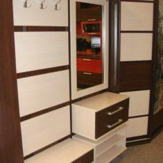 Корпусная мебель для прихожих на заказ в Симферополе производства компании Мебельщик